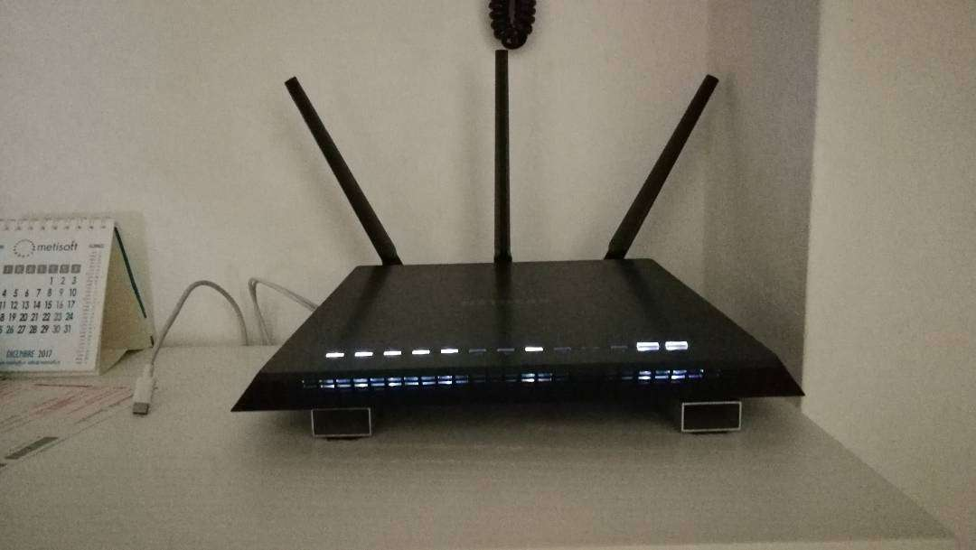 NETGEAR NIGHTHAWK AC1900 MODEM /ROUTER FOR SALE