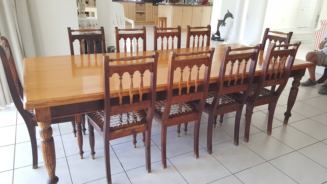 eae13be944aa Beautiful 10 Seater Dining Set   Junk Mail