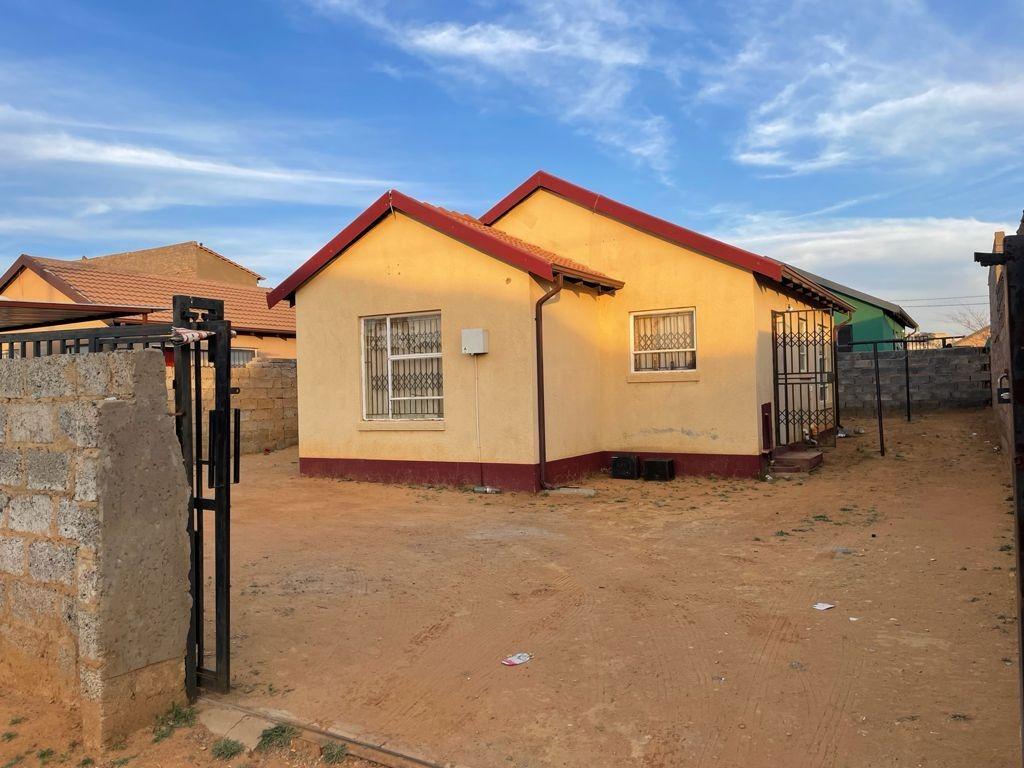 House For Sale in Bram Fischerville
