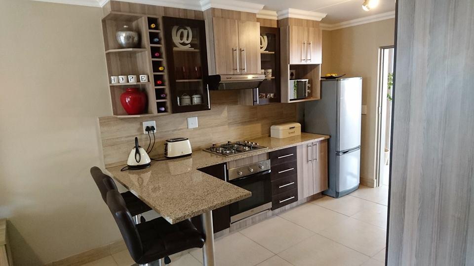 Ground Floor 2 Bedroom Apartment to rent in secure Complex Moregloed Pta