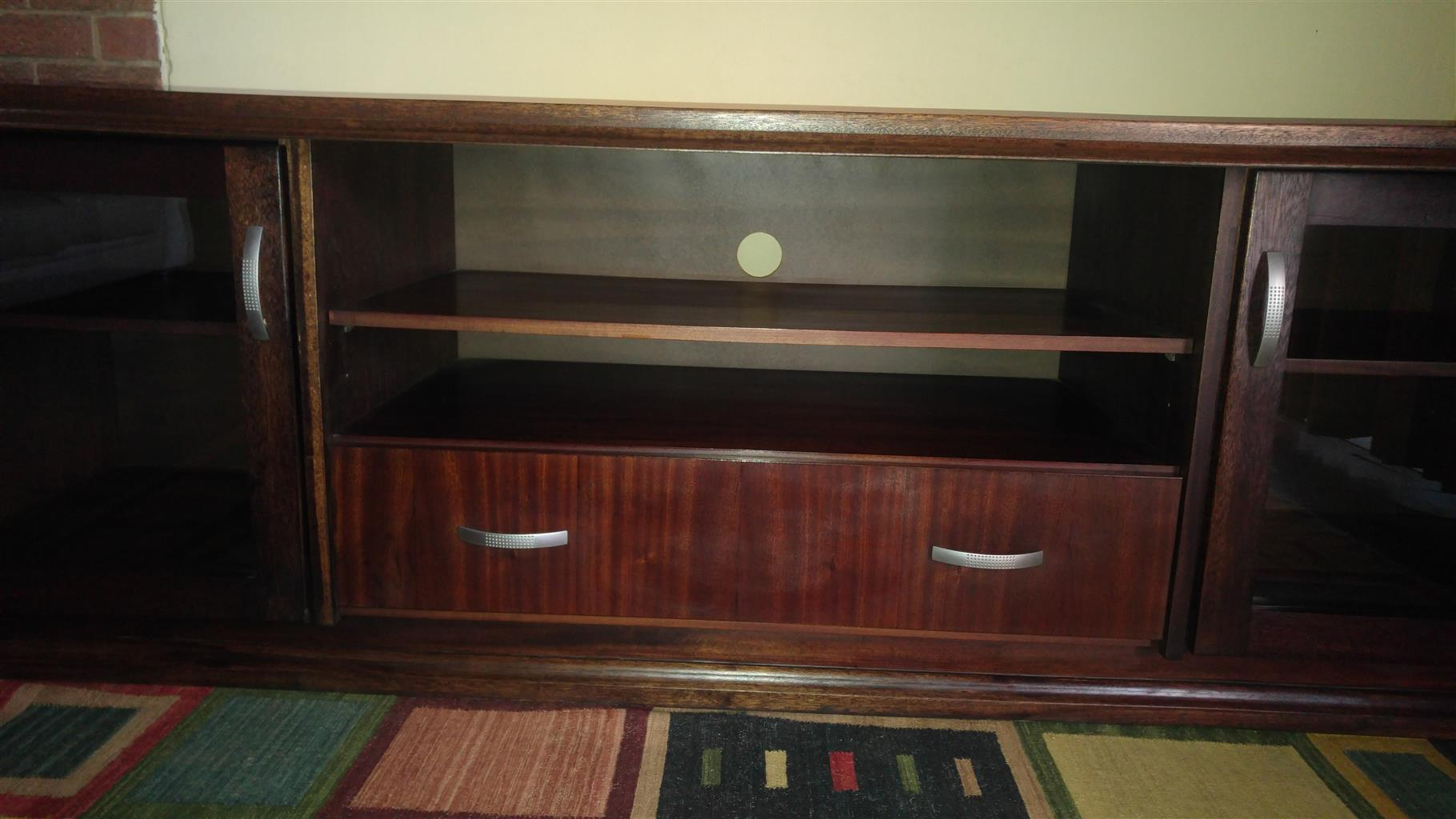 TV Stand Wood & Glass R1800 Length 2,25m