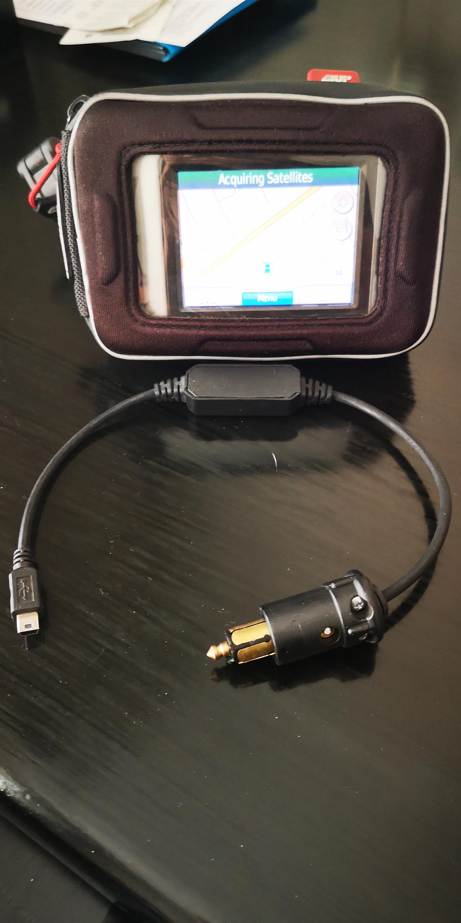 Givi GPS holder/bracket & Garming Nuvi 500 GPS combo + charge cable