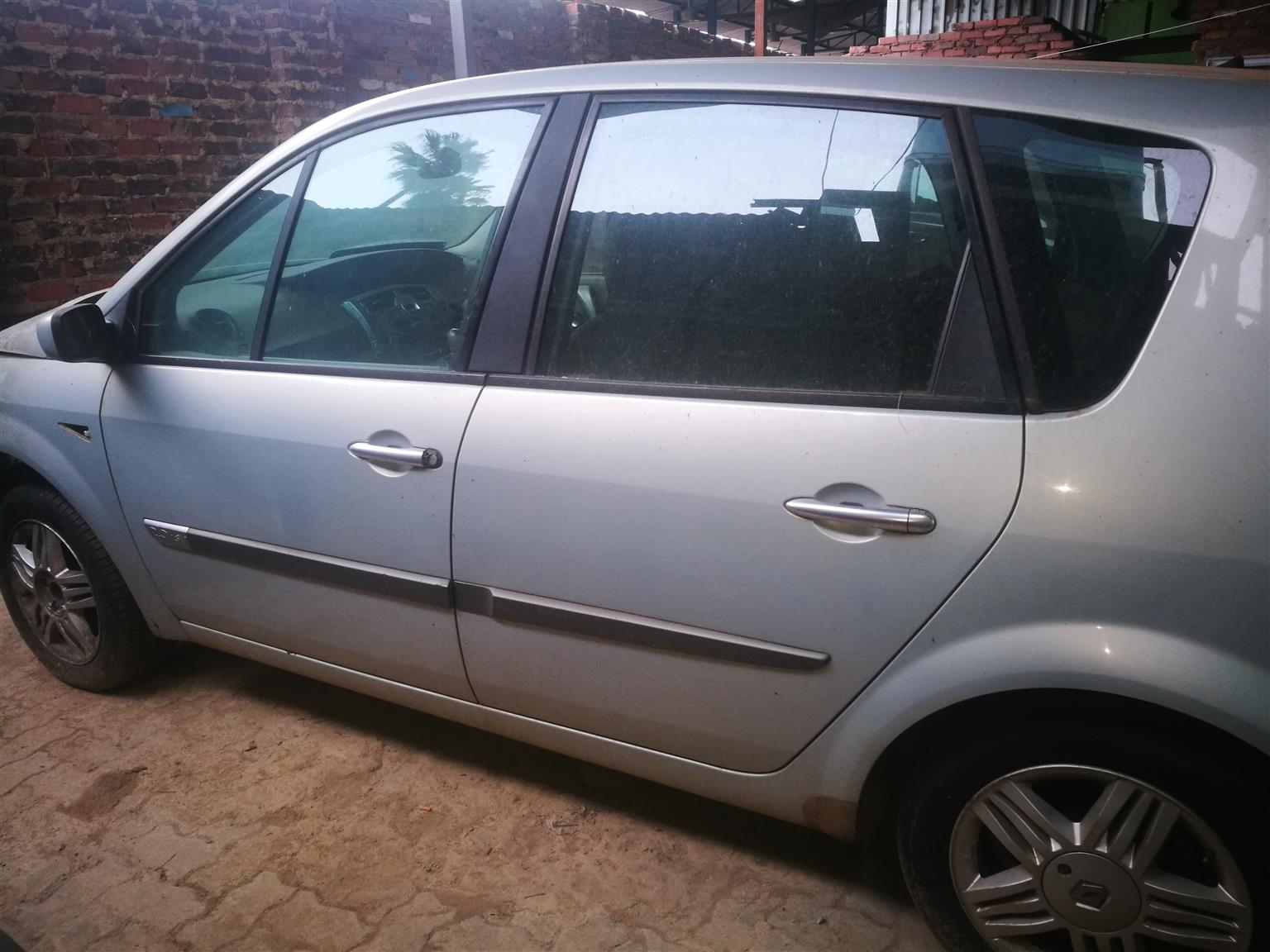 2005 Cars for Stripping Renault