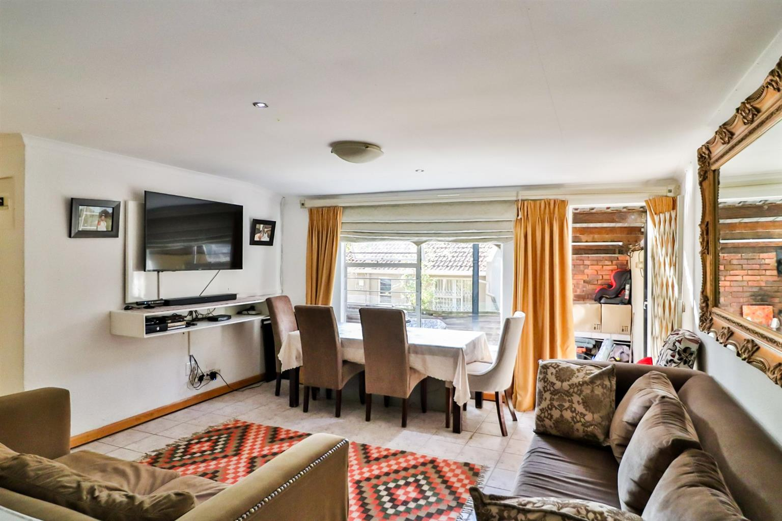 Townhouse For Sale in North Riding