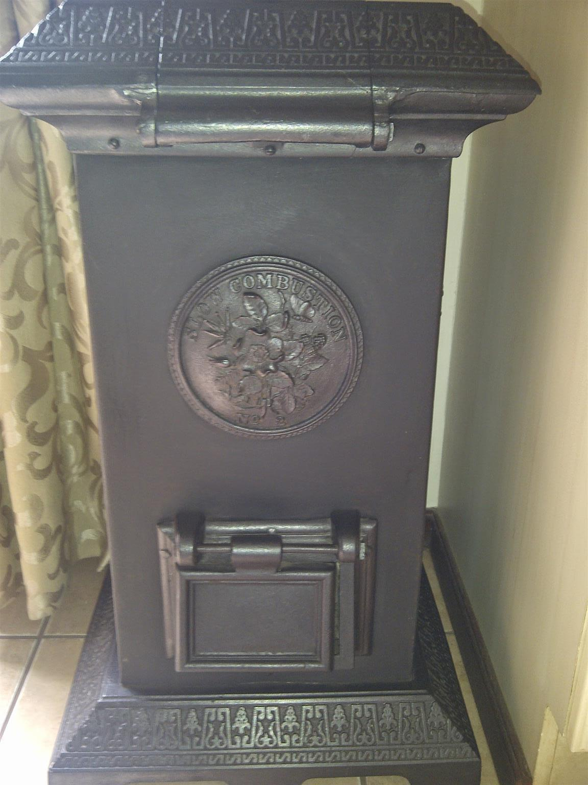 Slow combustion fire place