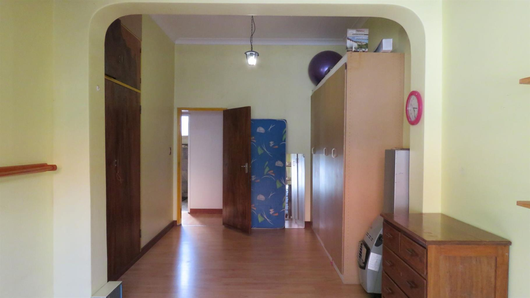 House For Sale in VALHALLA