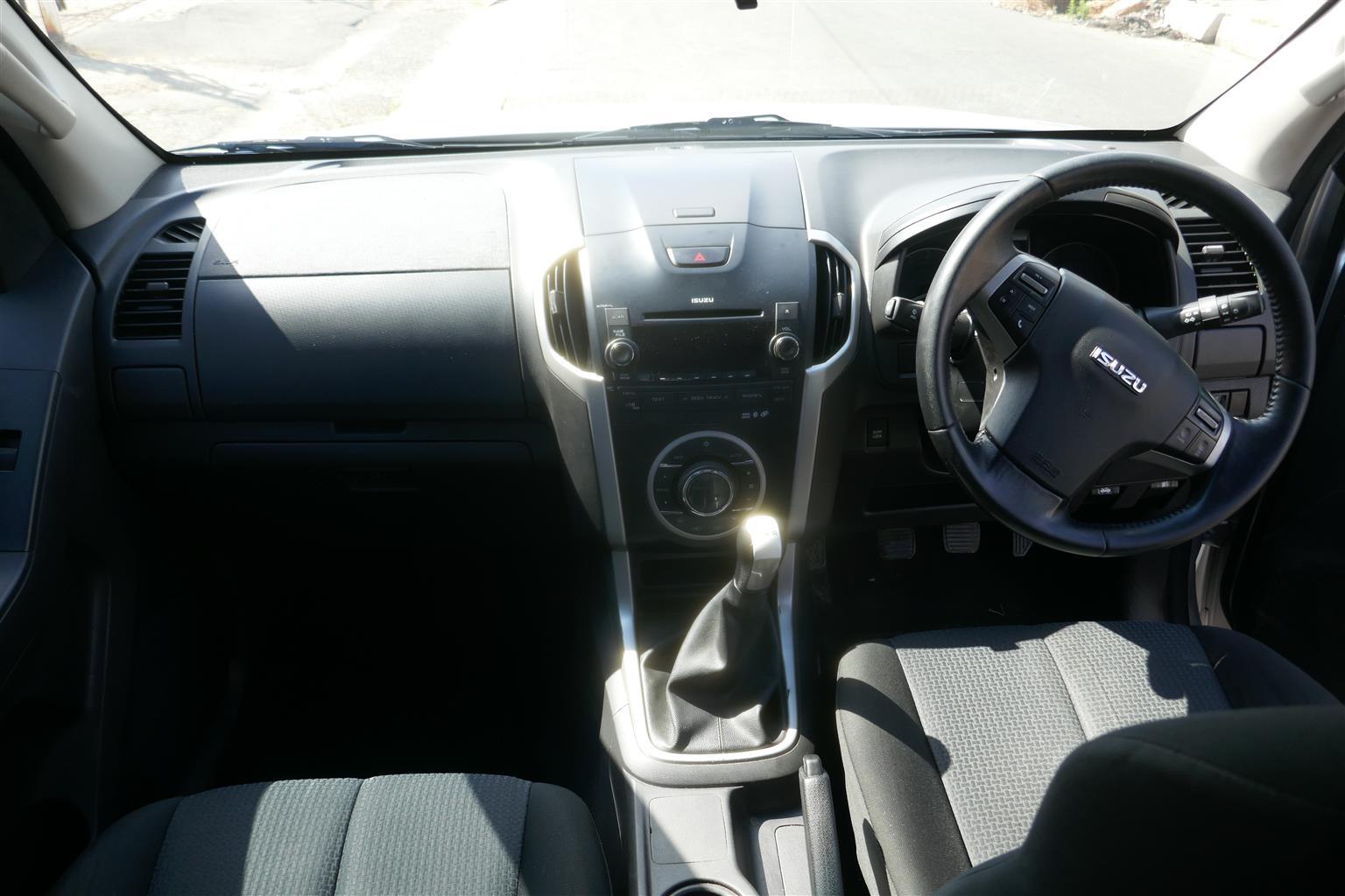 2015 ISUZU KB 300DTEQ XTRA CAB 4X2