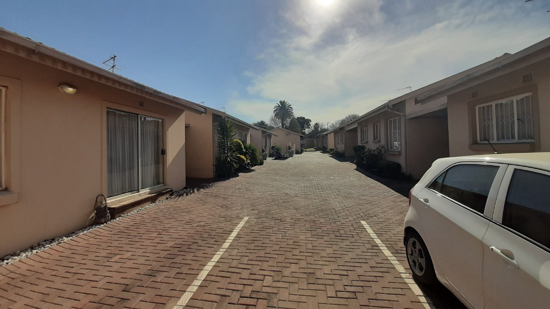 Townhouse For Sale in Primrose