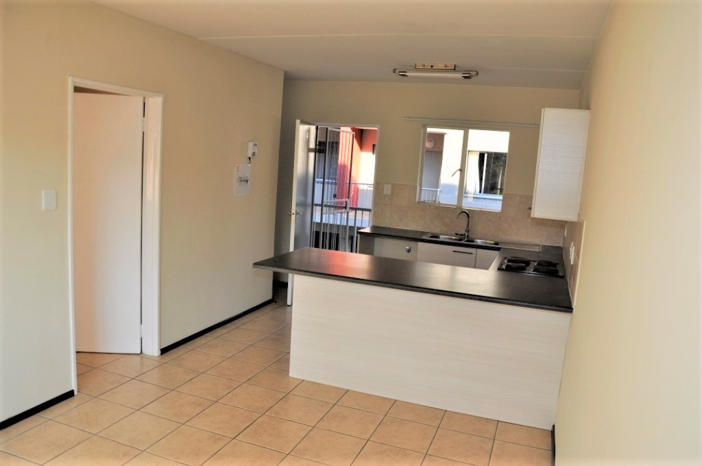 For Sale: 1 Bedroom Apartment in Rietfontein, Pretoria East.