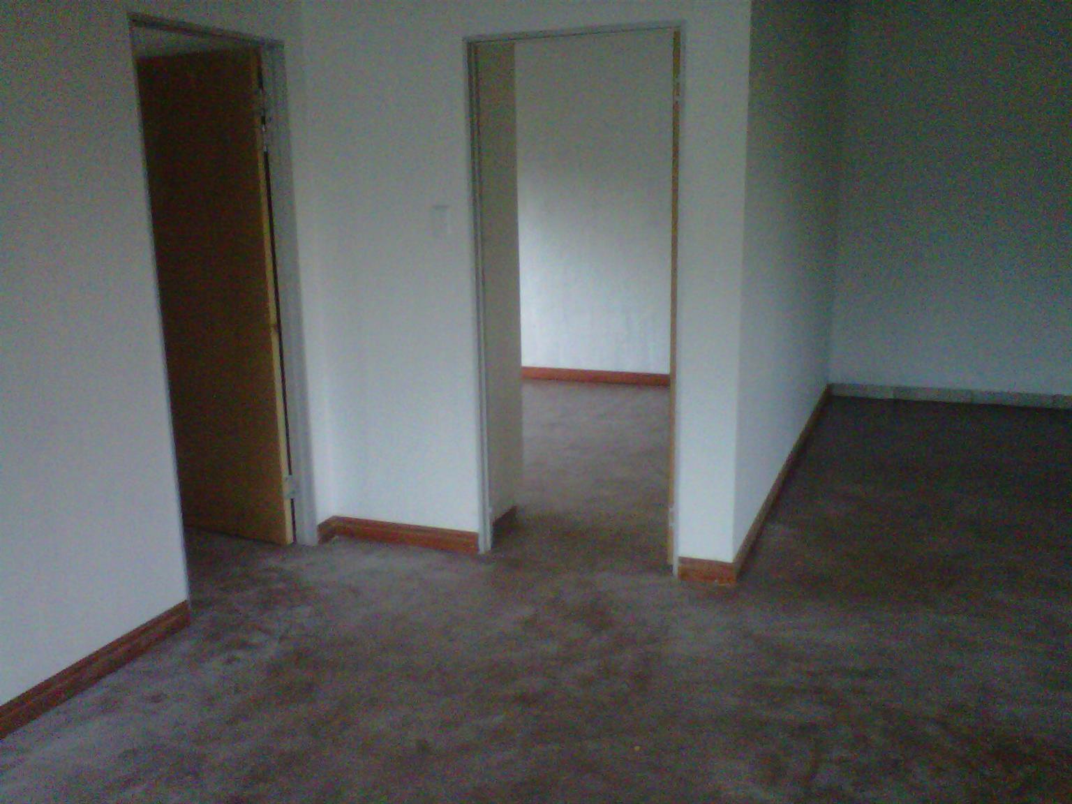 Rental: 1 bedroom upstairs flatlet Rental, on plot in Mnandi (between Midrand and Wierda Park)