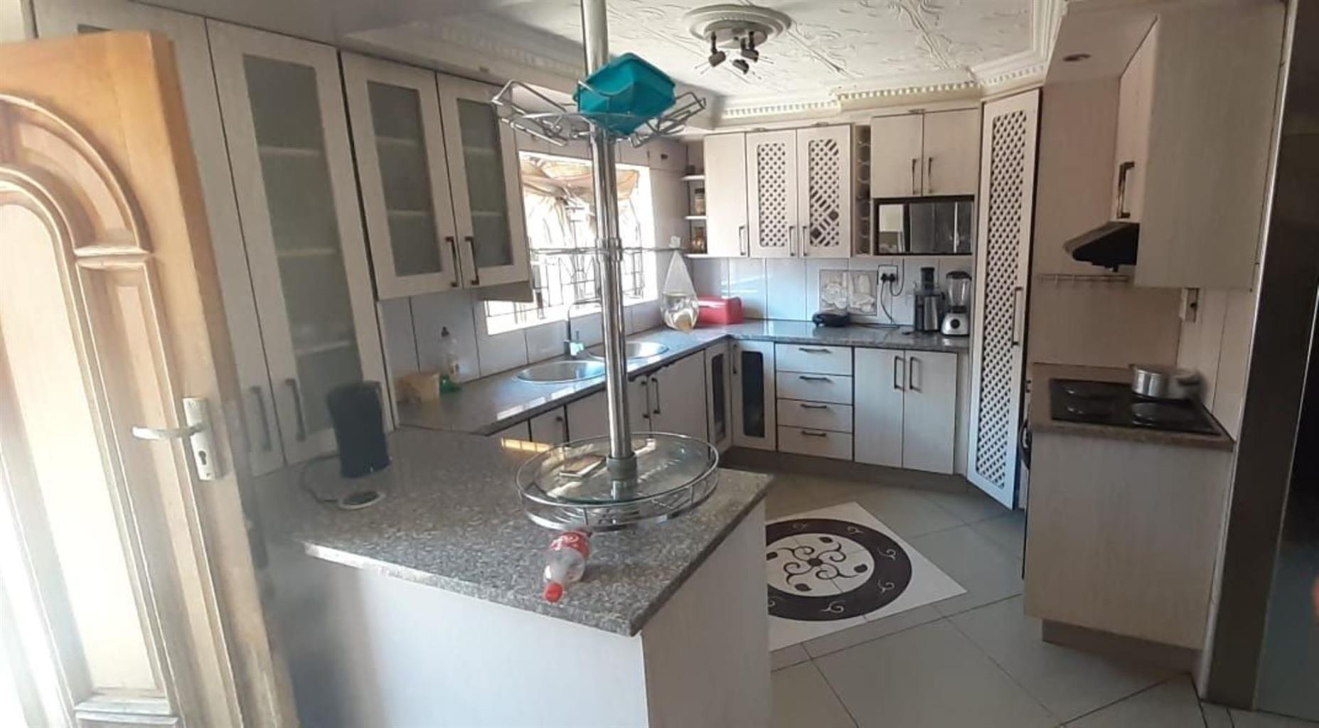 House For Sale in Soshanguve DD