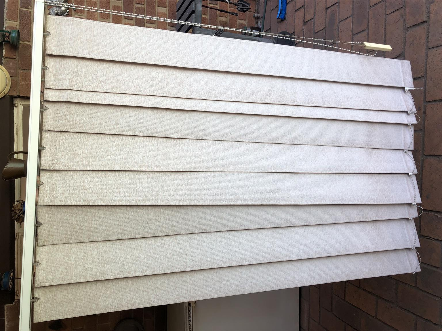 6 BEIGE VENETIAN BLINDS  FOR SALE - all for R200