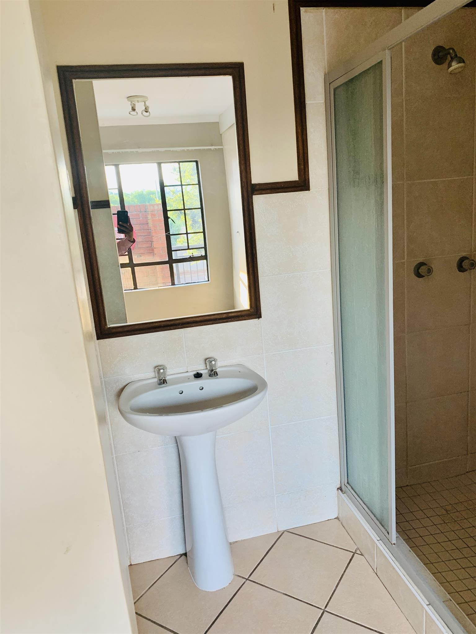 1 BEDROOM TO RENT IN PRETORIA NORTH IN A SECURE COMPLEX