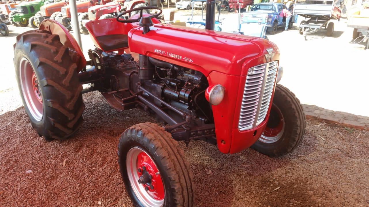 Massey Ferguson (MF) 35x 4X2 Pre-Owned Tractor