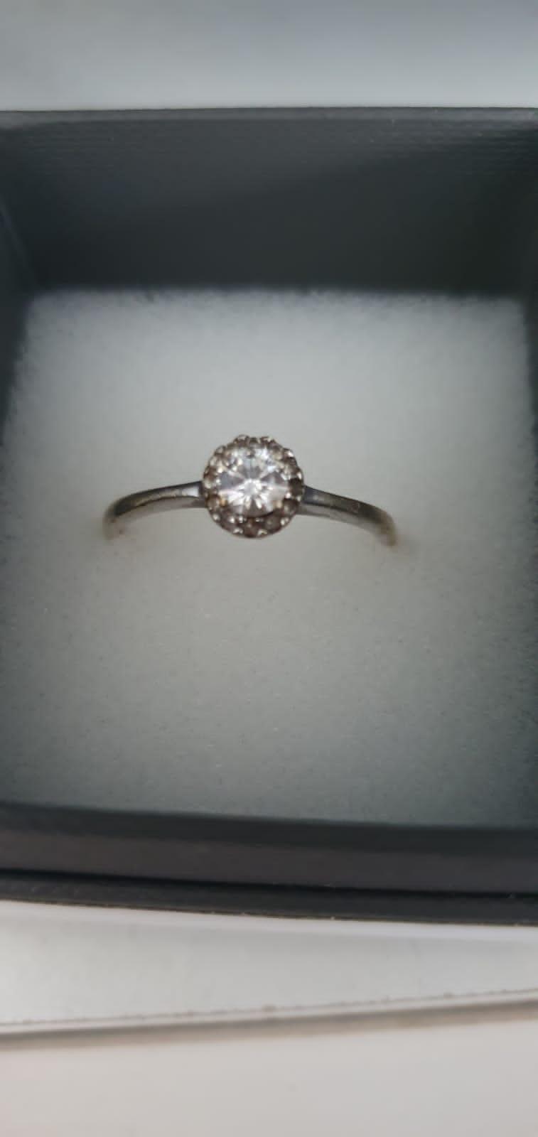 Beautiful Moisenite Diamond Engagement Ring
