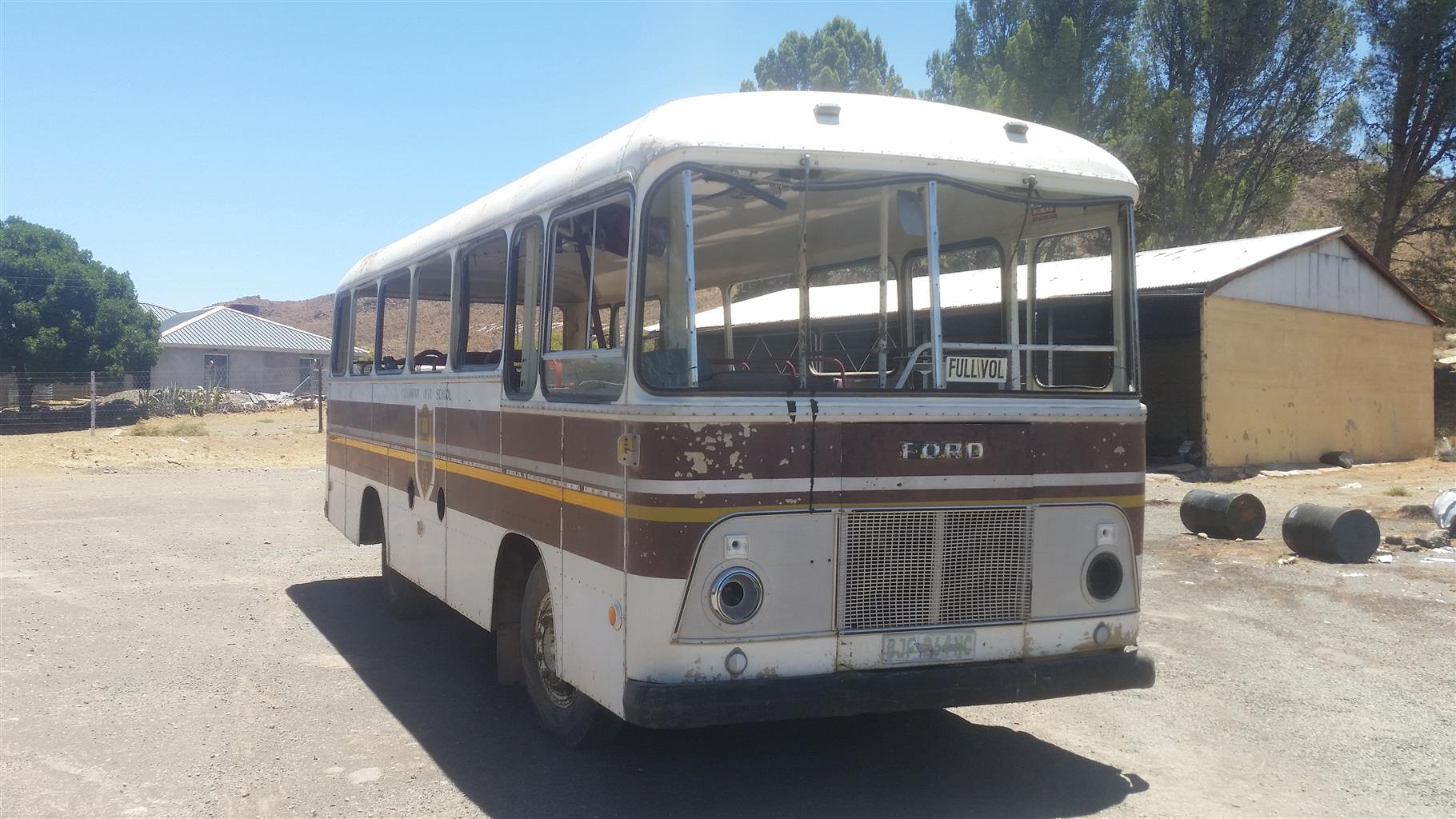 1974 FORD SCOOL BUS