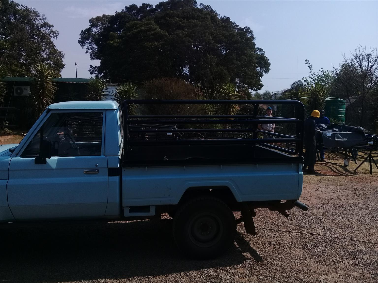 Land cruiser load bin pipe frame