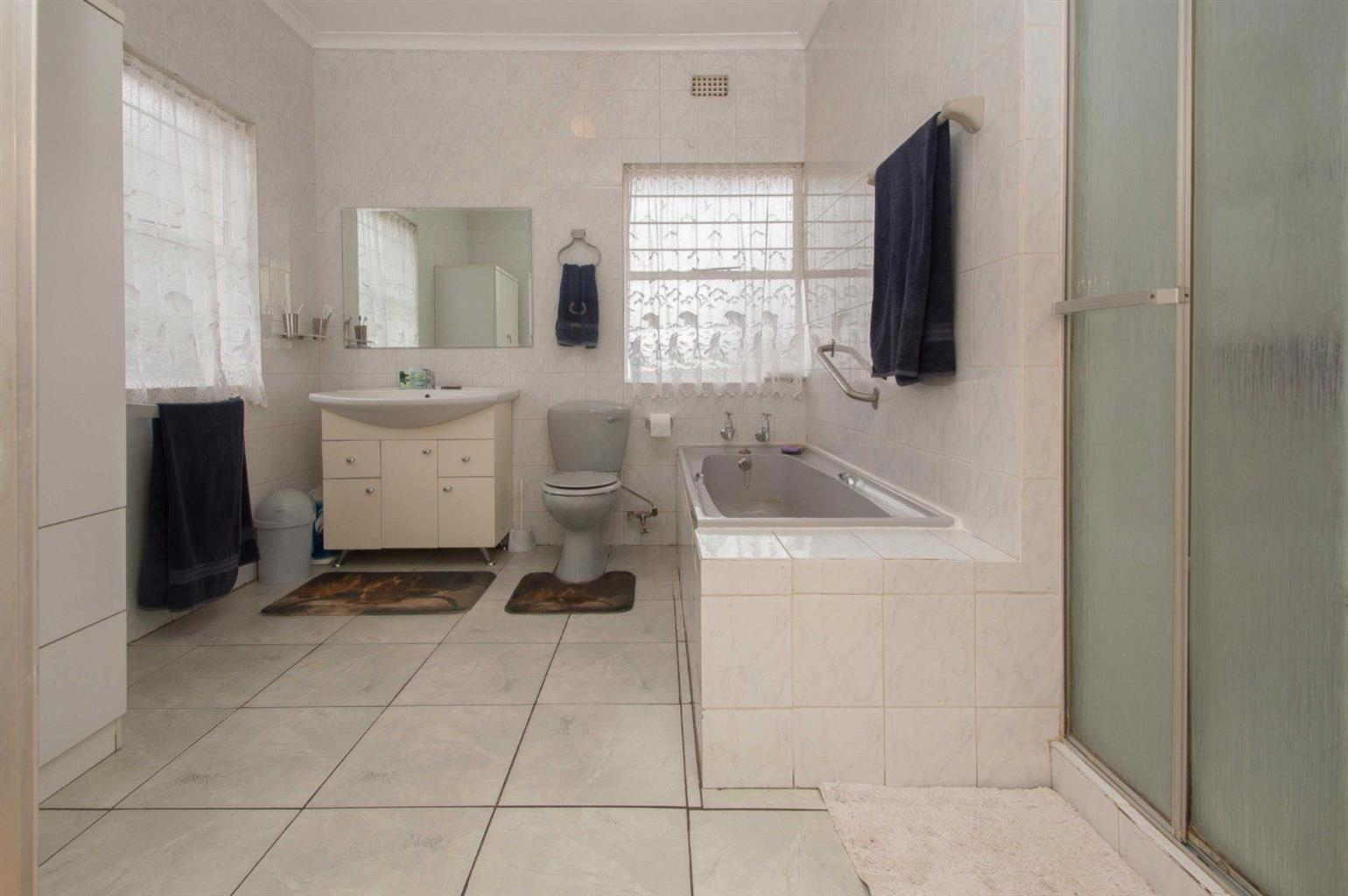 House For Sale in FLORIDA GLEN