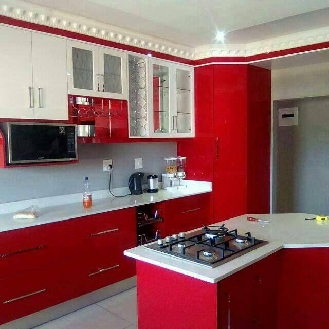 Built-in Kitchen And Wallwardrope