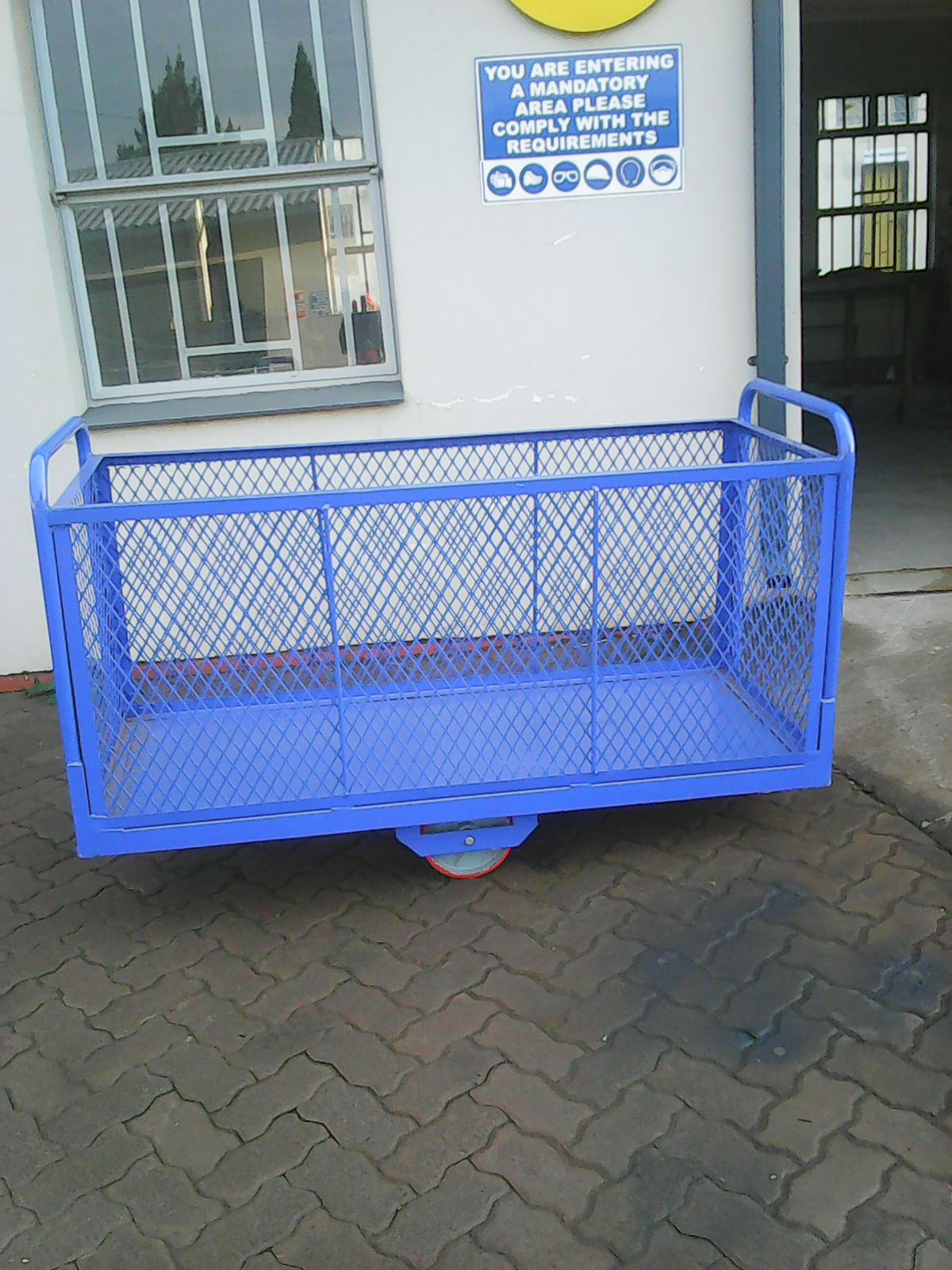 We manufacturing all kind of trolleys,welding,Palisades,Fabrication,frame structure