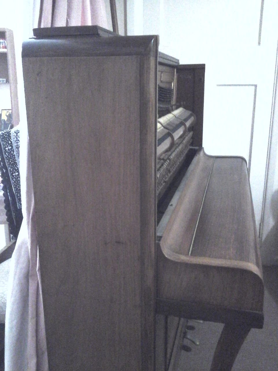 Second hand upright piano in good condition. Needs tuning