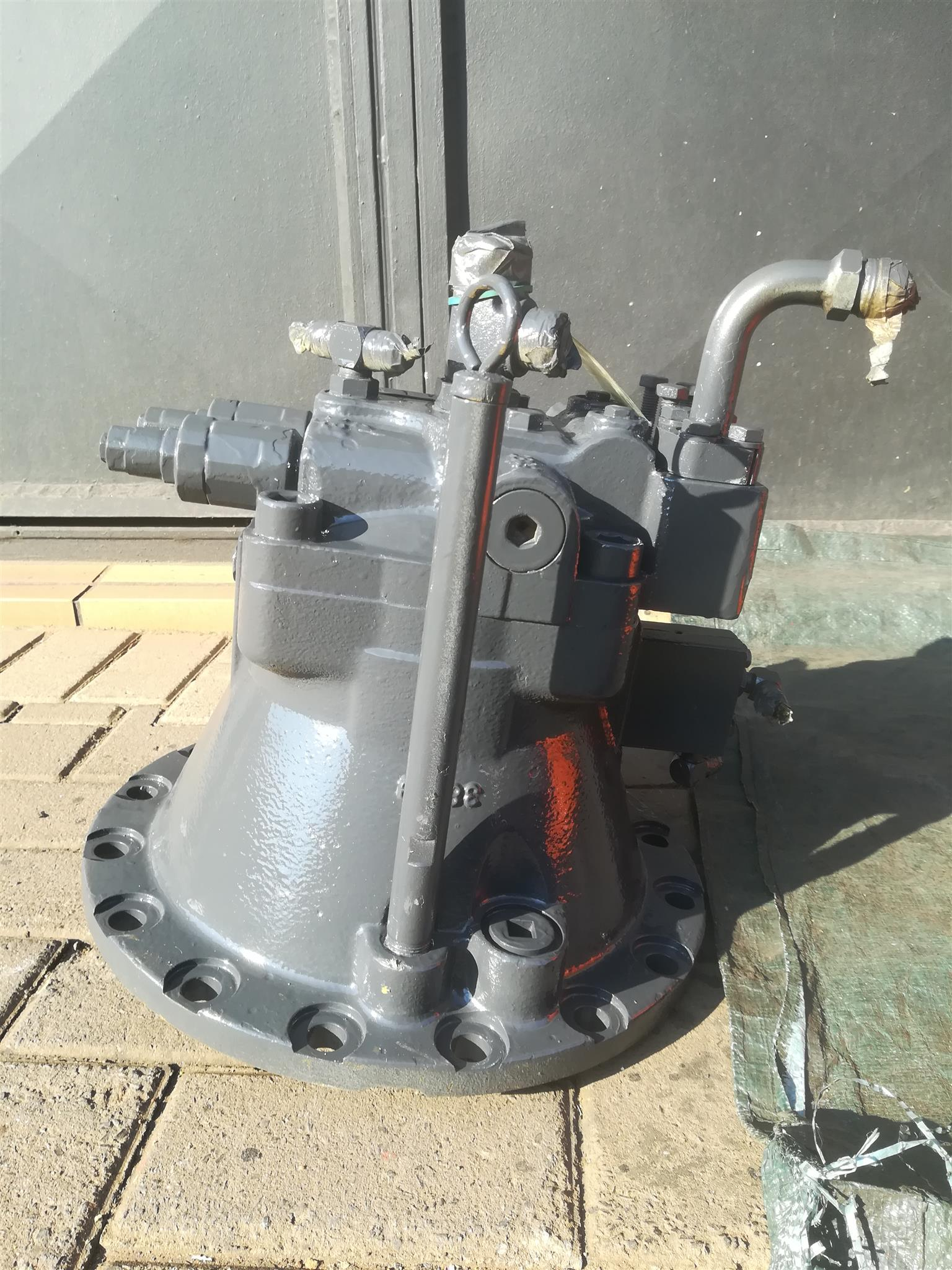 CAT 320 Swing Motor