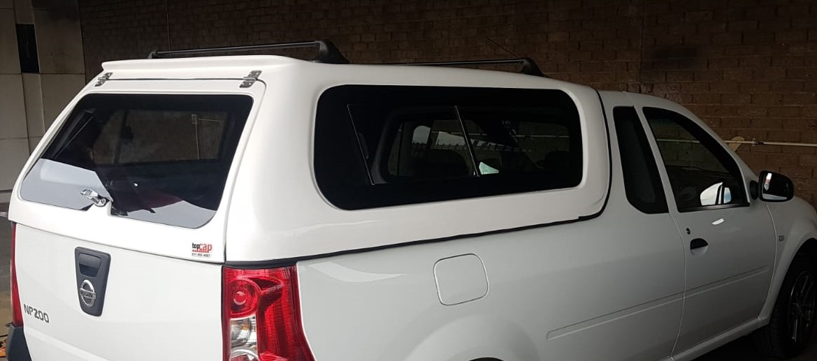 GC BRAND NEW NISSAN NP200 WITH BONDED GLASS BAKKIE CANOPY WITHOUT RACKS FOR SALE !!!!!!!!!