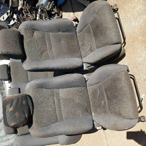 Toyota Corolla run x shape seats