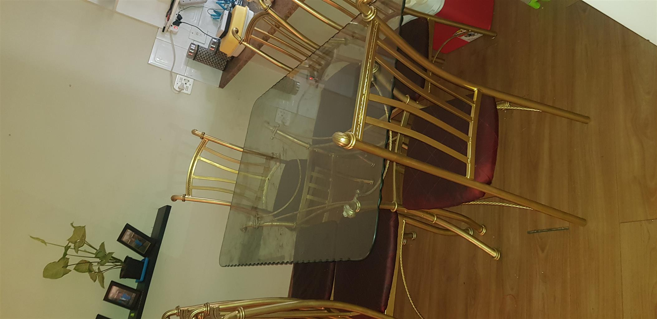 6 seater glass top dinning room table with 6 chairs