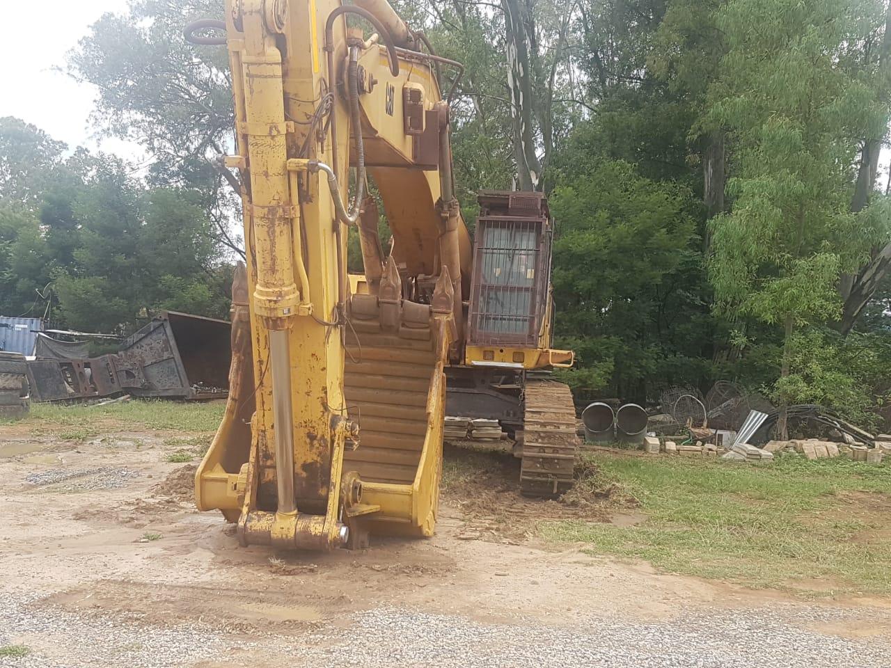 CAT 375 excavator (75ton)