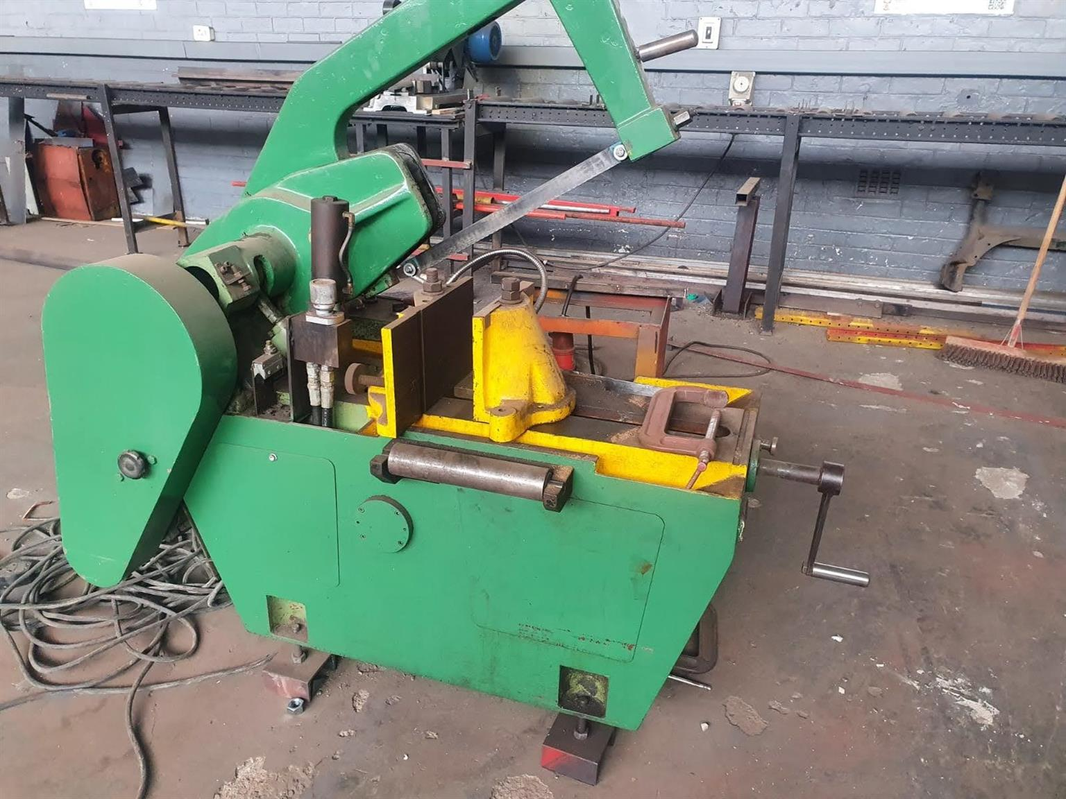 Automatic hack saw with hydraulic feed and pump