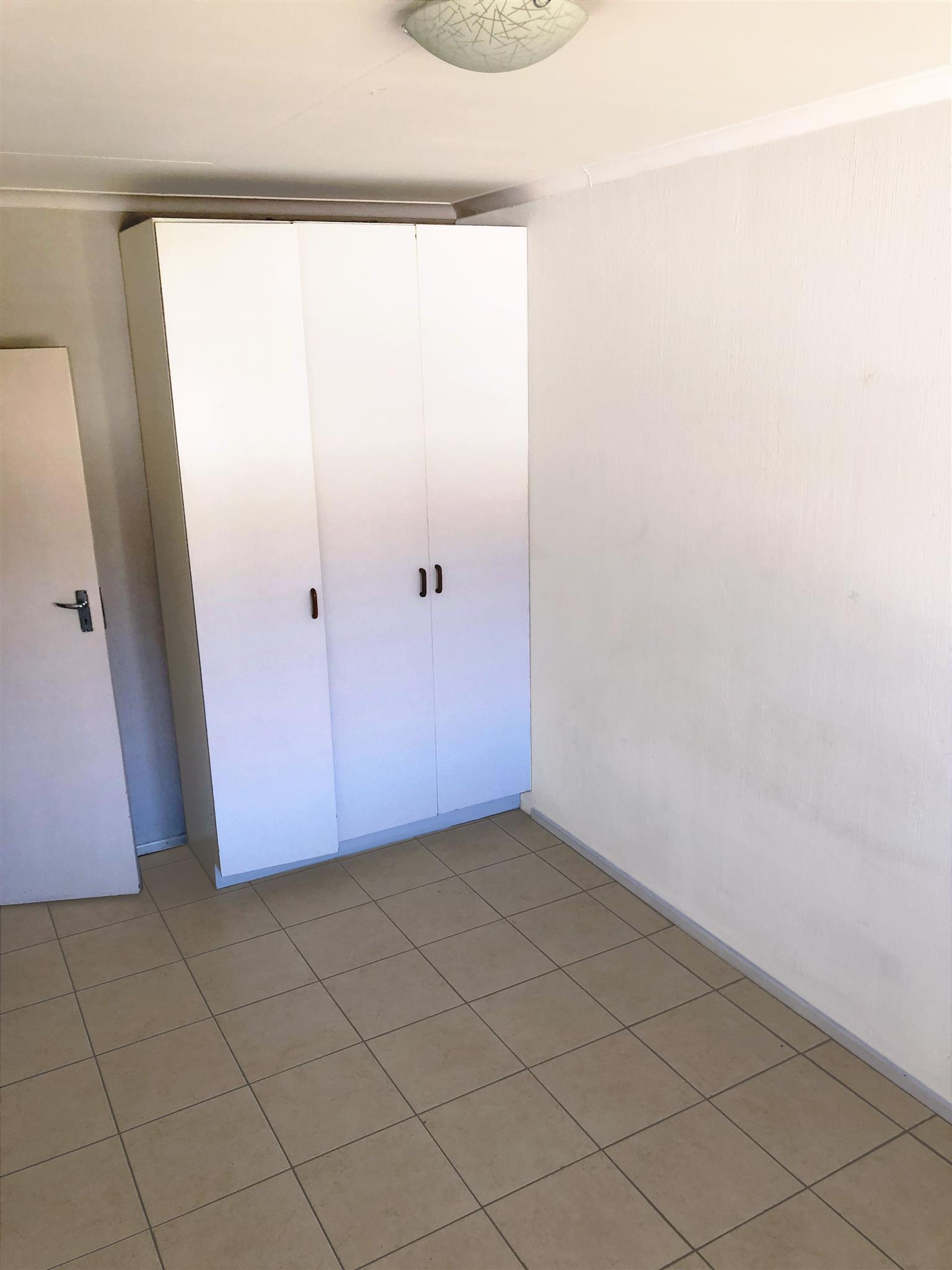 Ferndale 2 bed 1 bathroom unit with lock up garage