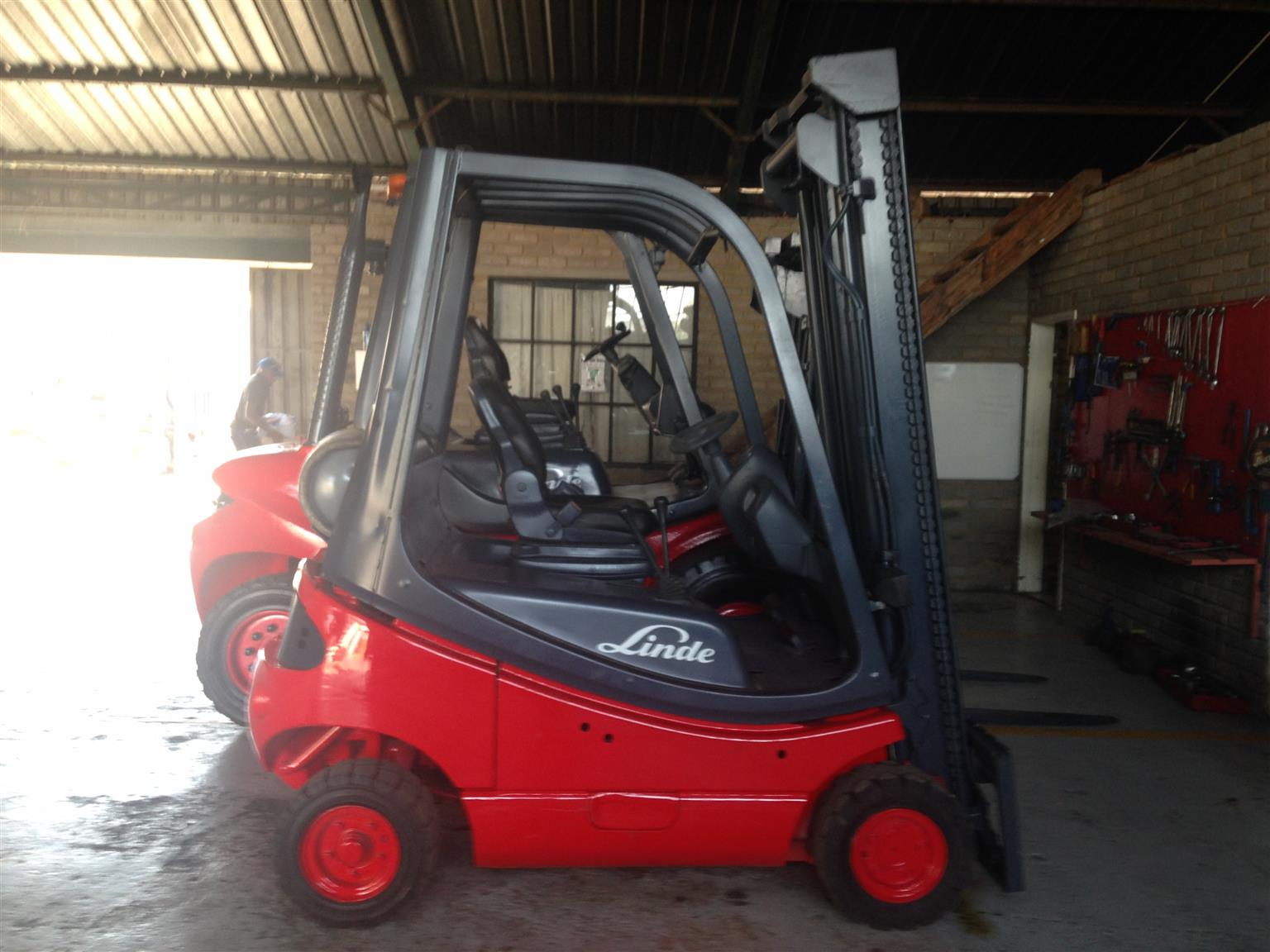 GOOD CONDITION LINDE 1.8 TON FORKLIFTS FOR SALE