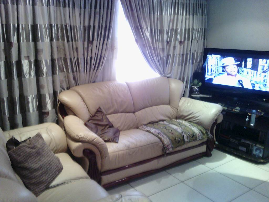 Chiawelo 2bedroomed house to rent for R3000