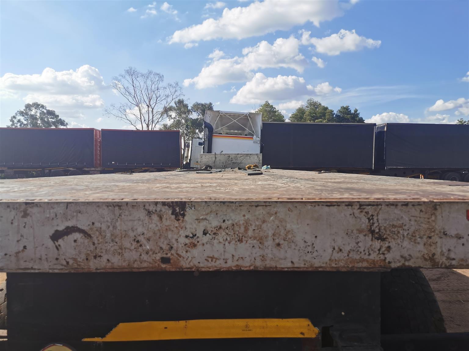 14m henred tri axle for sale