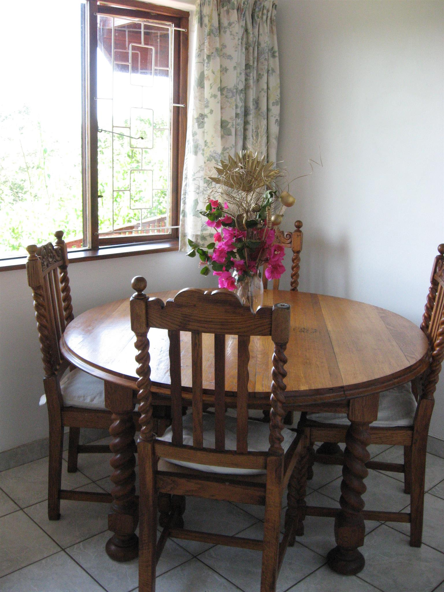 FURNISHED BACHELOR VILLA WITH STUNNING SEA AND RIVER VIEWS R4300 INC LAZER SECURITY IMM OCC