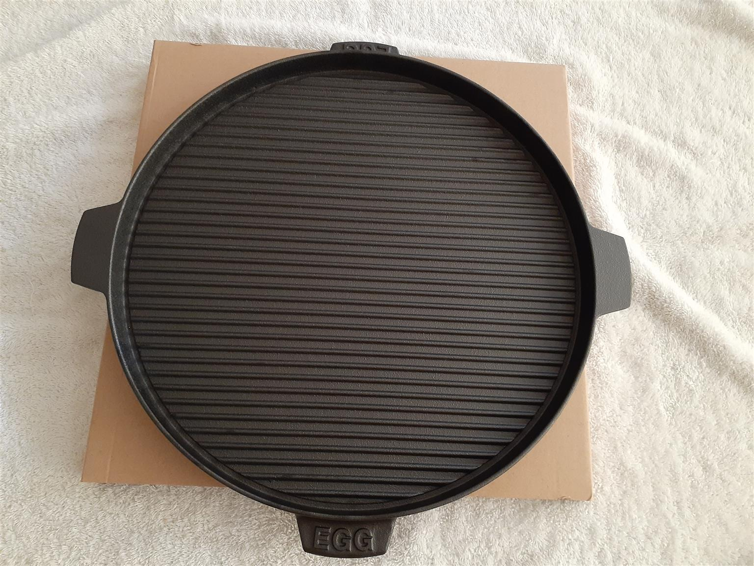 Plancha, griddle or skillet 38 cm cast iron pan for searing, baking eggs, Roast or making breakfast.  For Sale.
