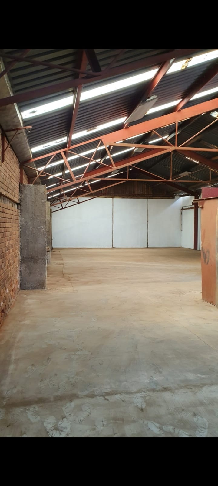 Factory warehouses to let, Close to Chamberlains Waltloo