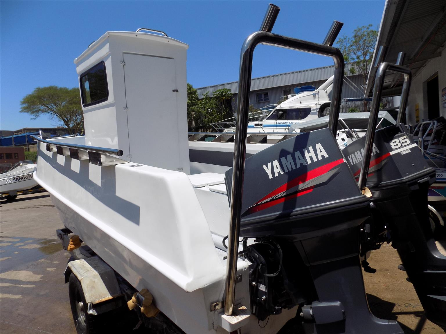 supercat 21 ft on  dolly trailer 2 x 85 hp yamaha trims