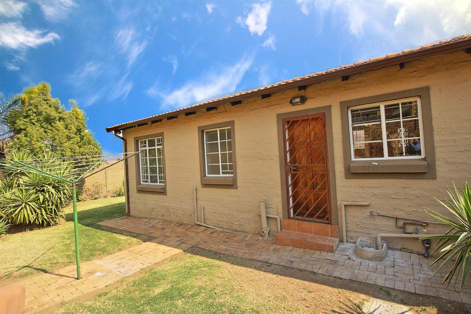 Townhouse For Sale in Honeydew Manor