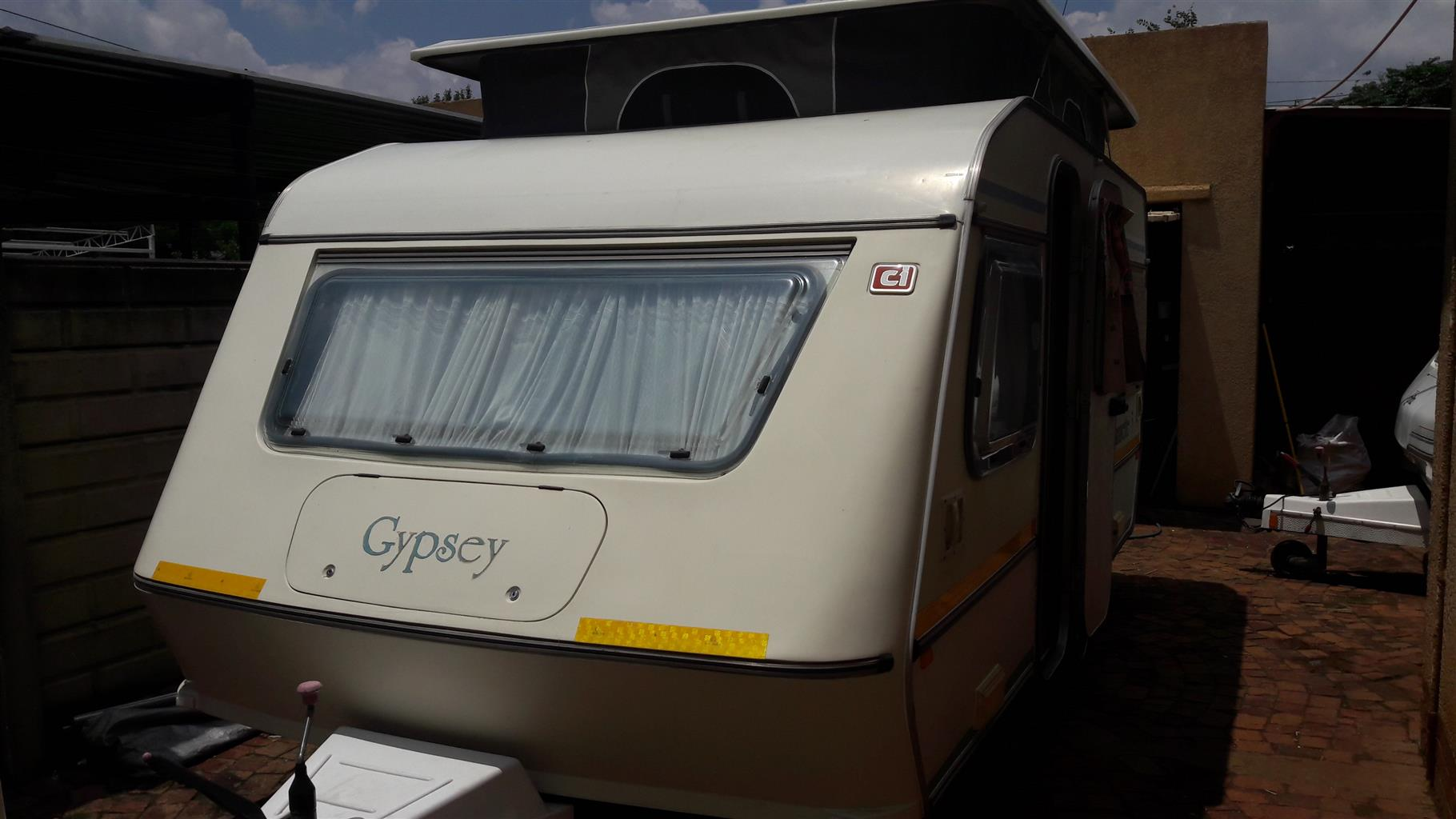 gypsey caravette 5 1992 model in vereeniging with full tent and rally tent