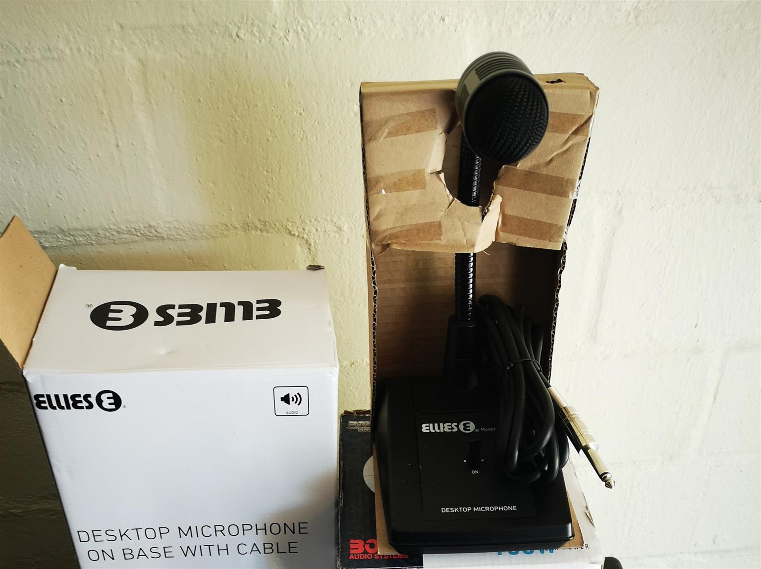 BRAND NEW Ellies Desktop microphone on base with cable