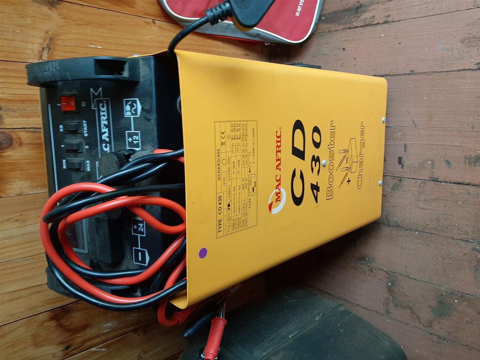 Battery charger and Booster CD 430 MacAfrica