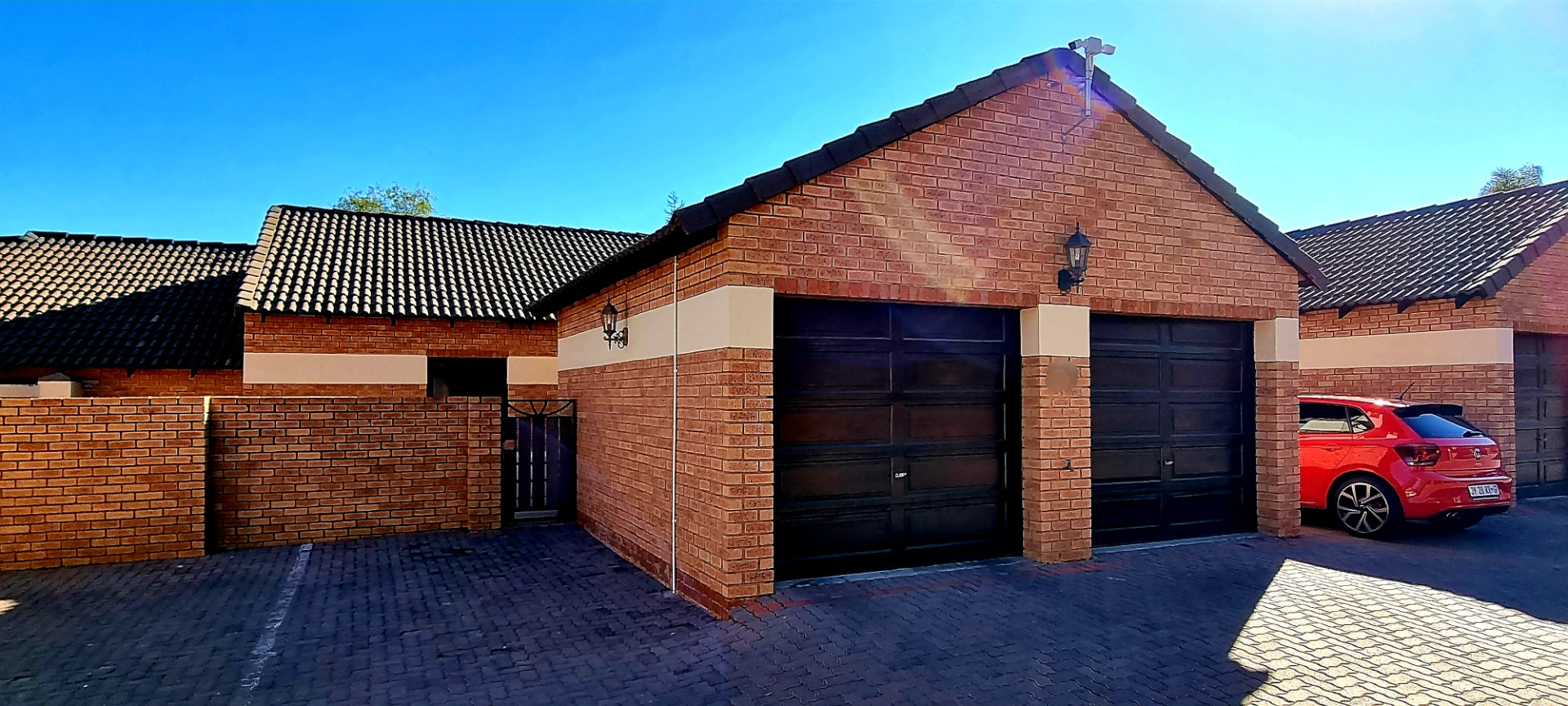 Townhouse For Sale in Mooikloof Ridge