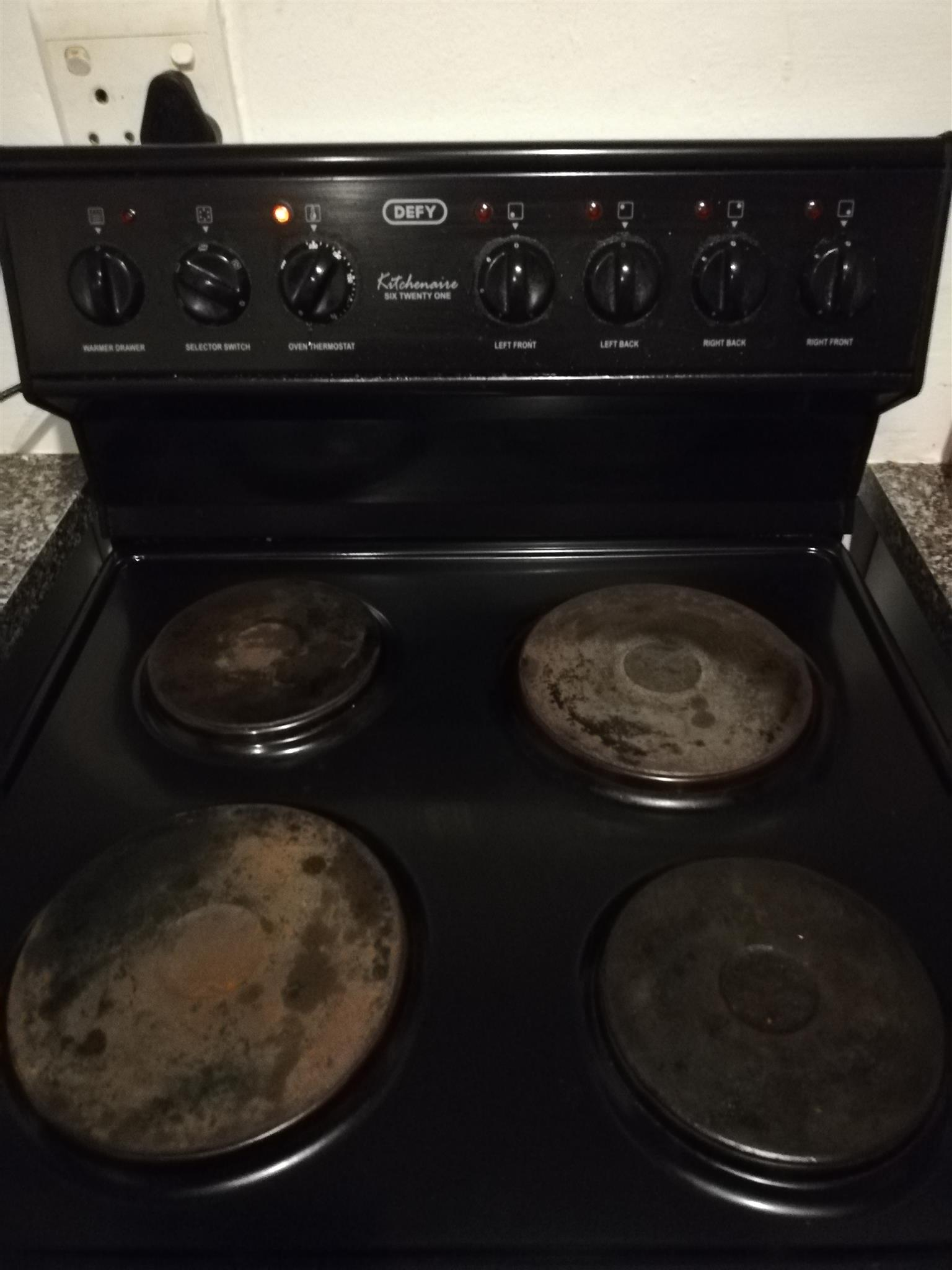 Urgent sale - 4 plate Defy stove for sale