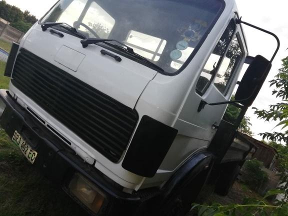 MERCEDES 6 ton flatbed truck