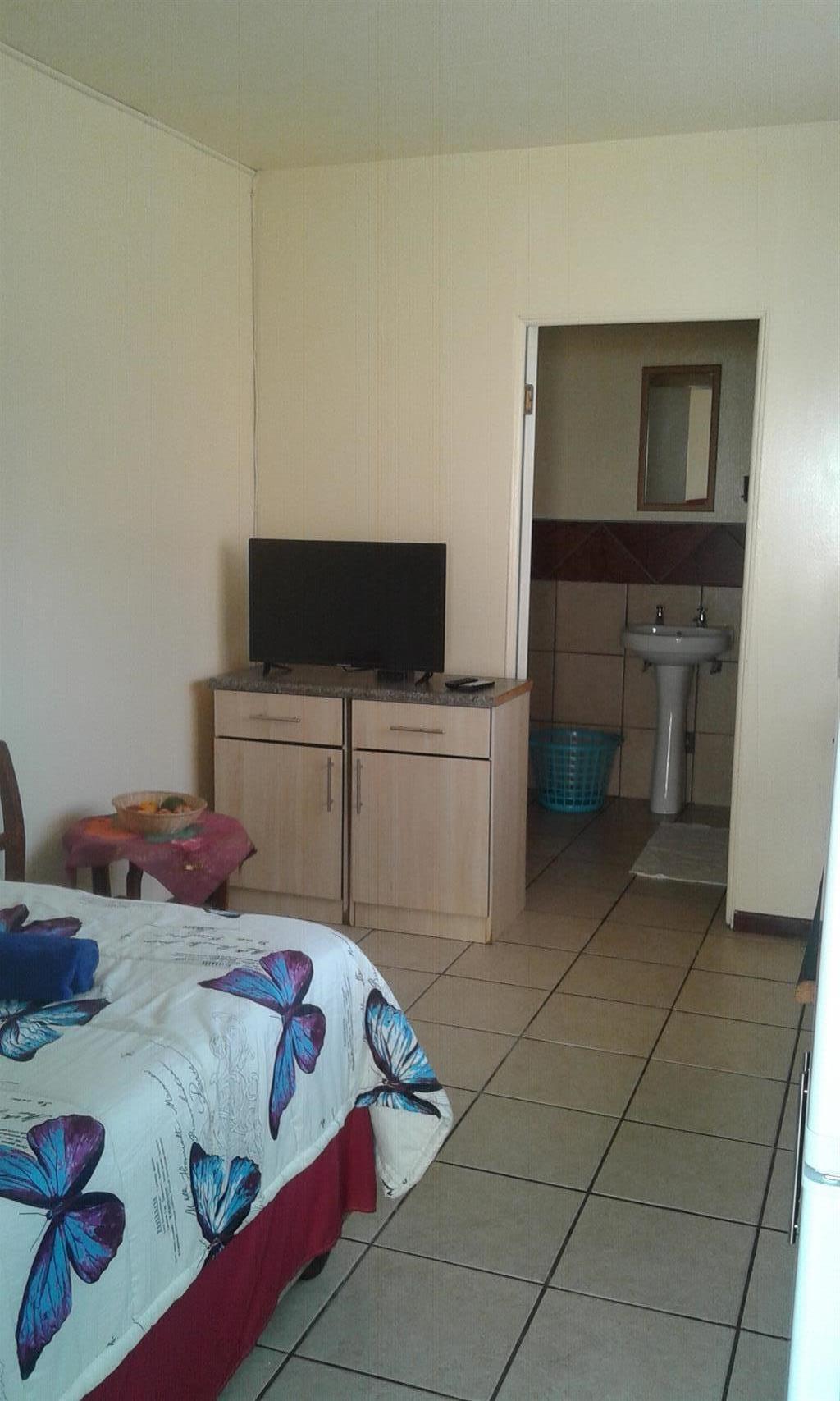 Bachelor flat to rent Carletonville