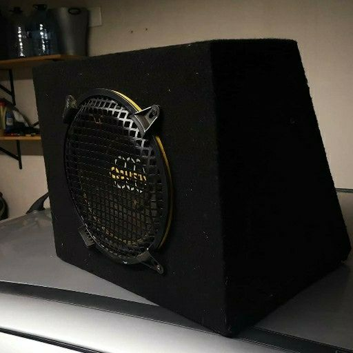Amplifier and subwoofer