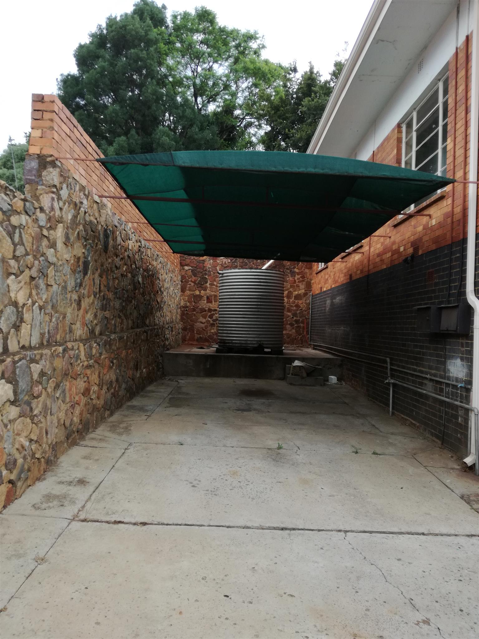 Spacious, secure 3 bedroom house with wooden flooring in Proclamation Hill - R7000 per month