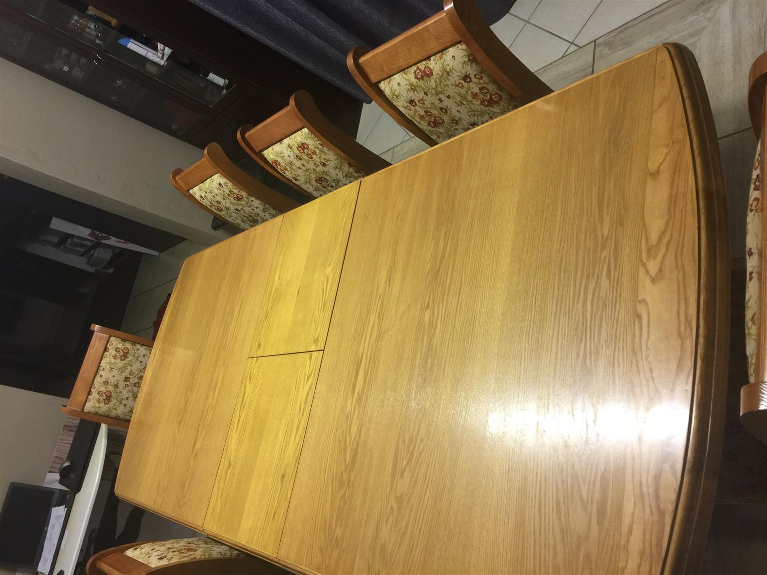 6/8 Seater Dining Room Set